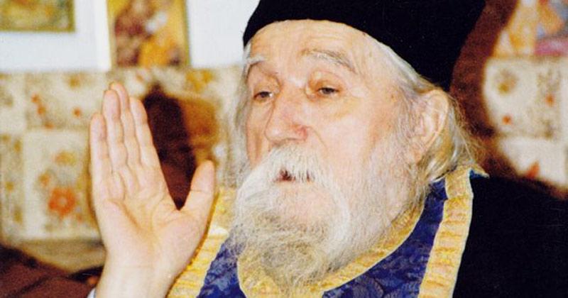 Părintele Cleopa: Dacă Îi mulţumeşti lui Dumnezeu pentru puţin, Îl mişti să-ţi facă şi mai mare bine!