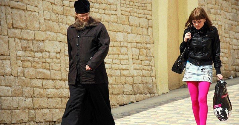 Călugărul care frecventa prostituatele sau adevărul din spatele știrii